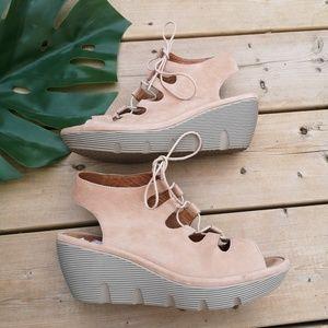 Clarks ladies comfort wedges EUC 8.5 sandals